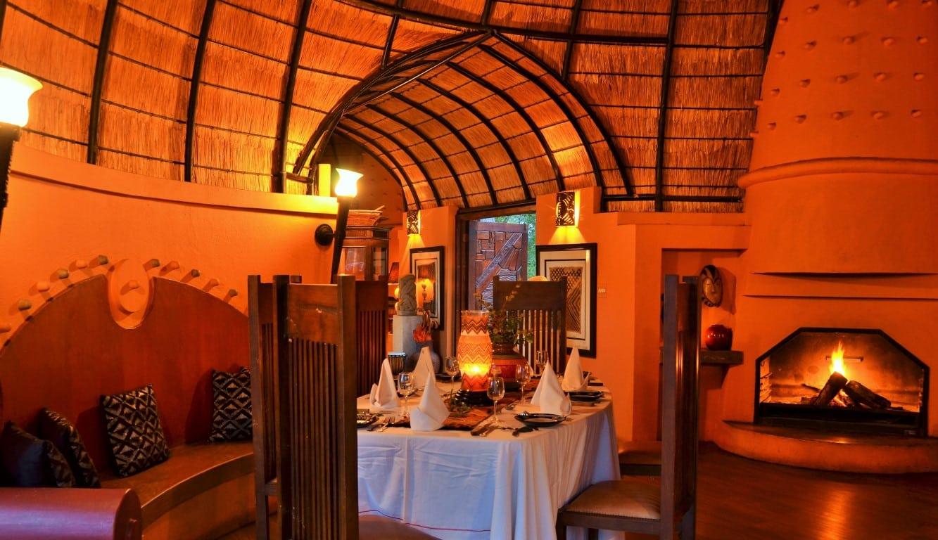 Dining at Hoyo Hoyo