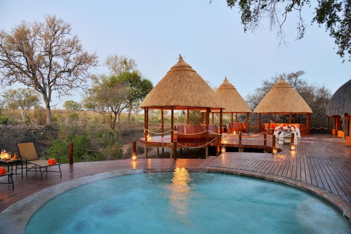 Hoyo Hoyo pool area & deck