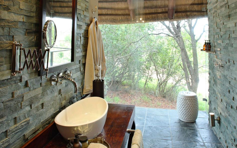 Ngala Safari Lodge family suite bathroom