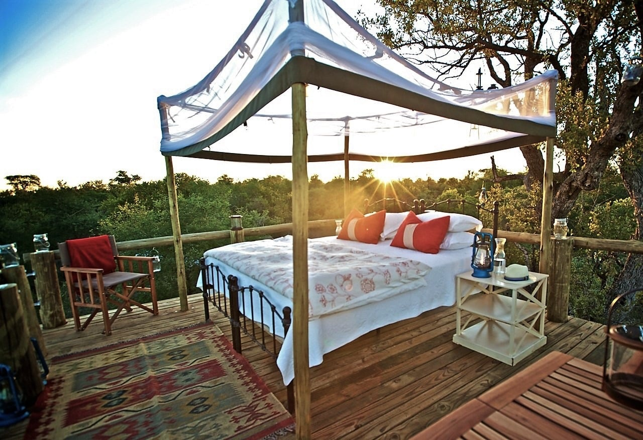 Sleeping platform open to the bush skies at Tanda Tula