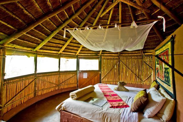 Comfortable, spacious rondavels at Umlani