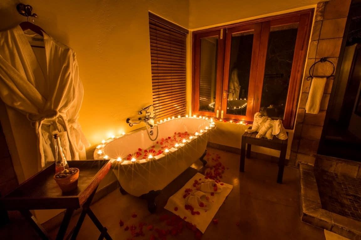 Elephant Plains luxury suite bathroom