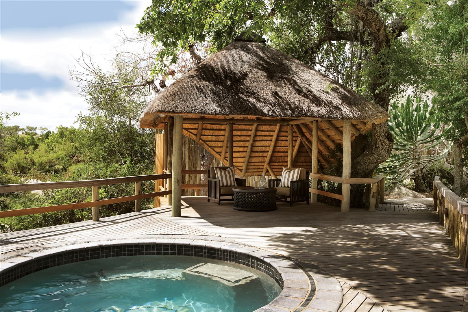 Londolozi Founders Camp plunge pool and sala
