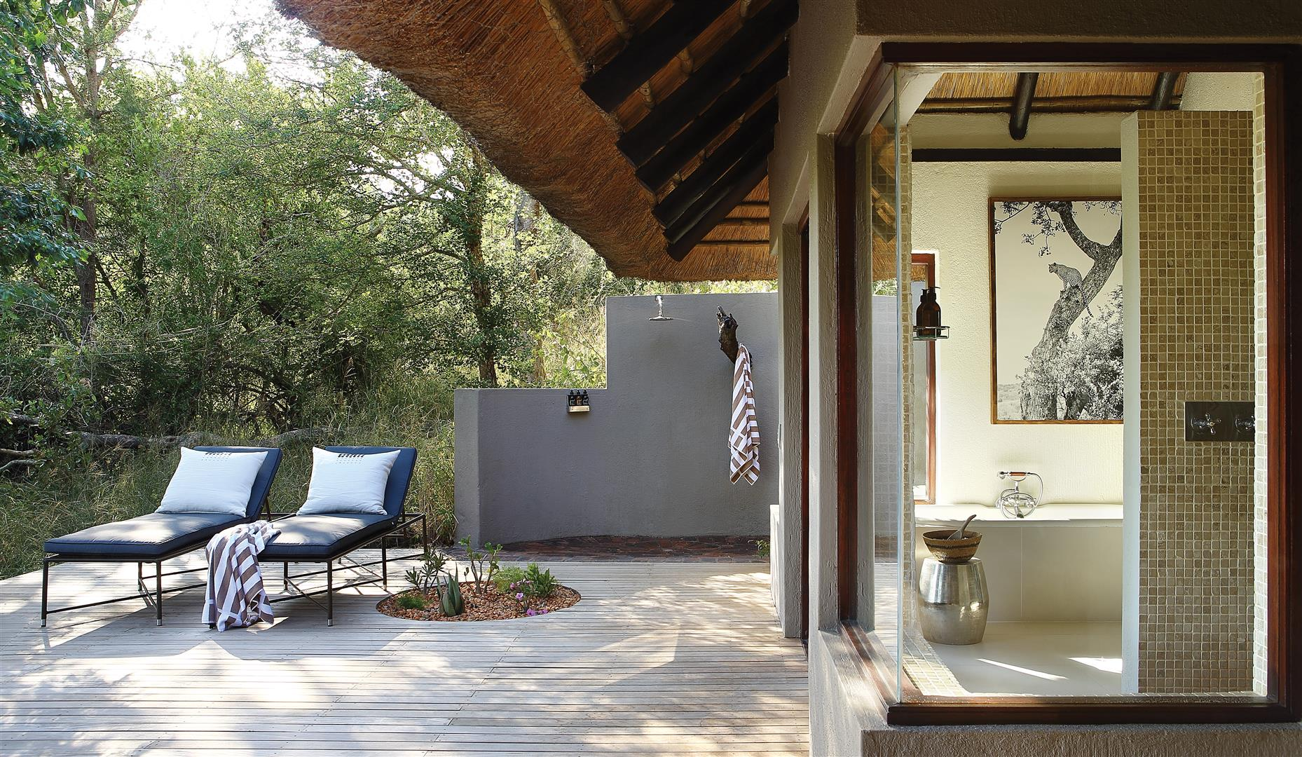 Londolozi Tree Camp bathroom