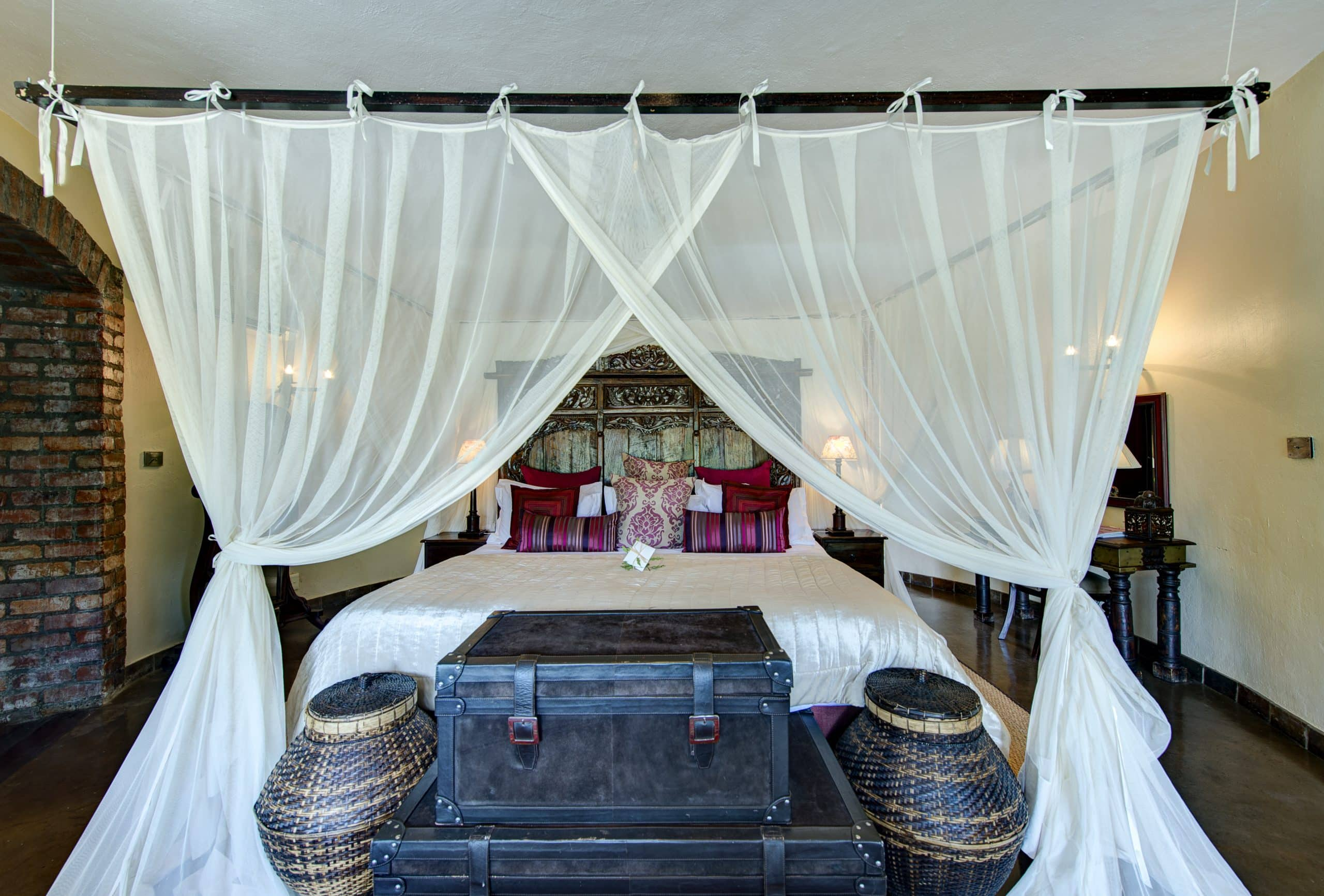 Explorer themed suites at Tintswalo Safari Lodge