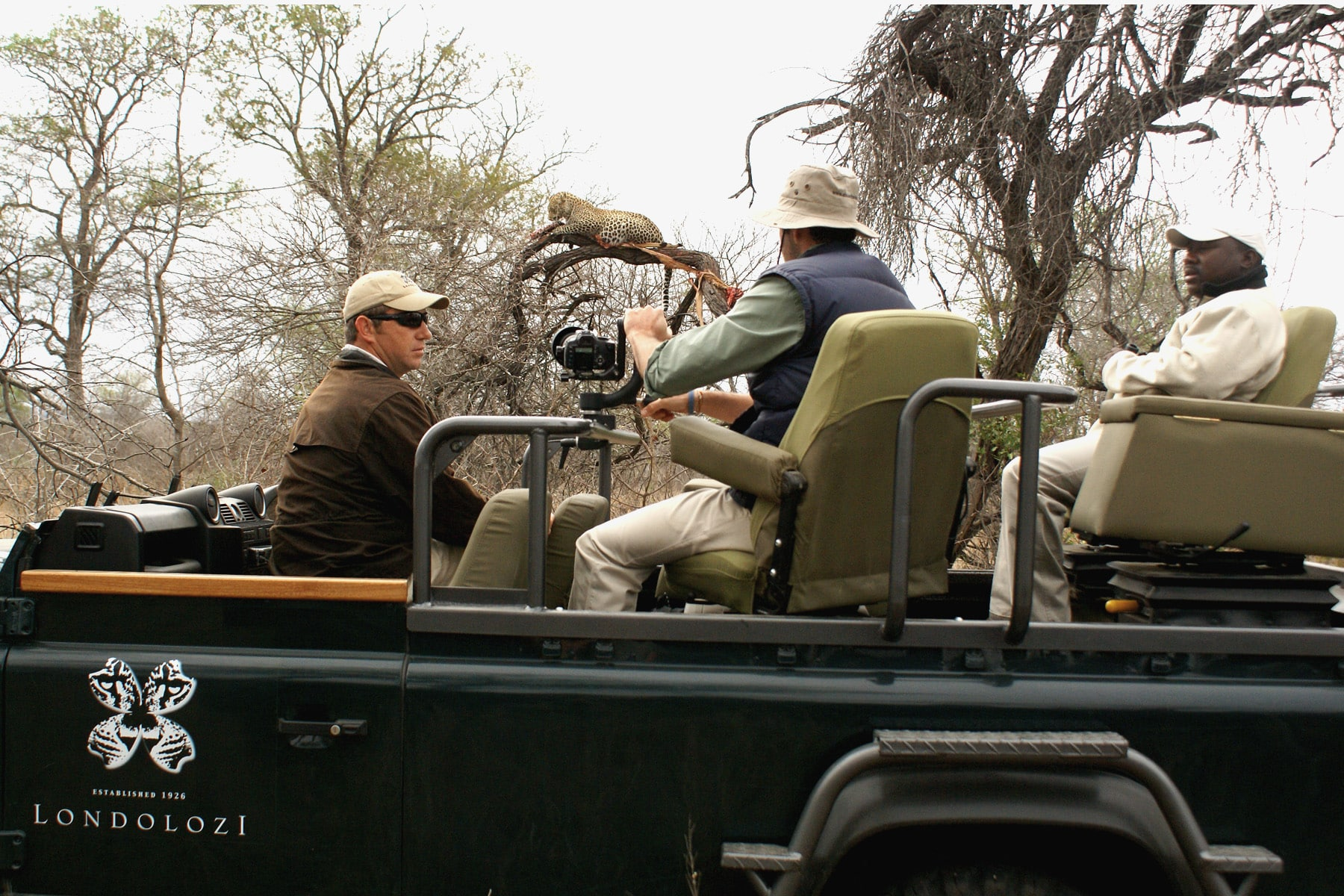 Londolozi guest photographing leopard