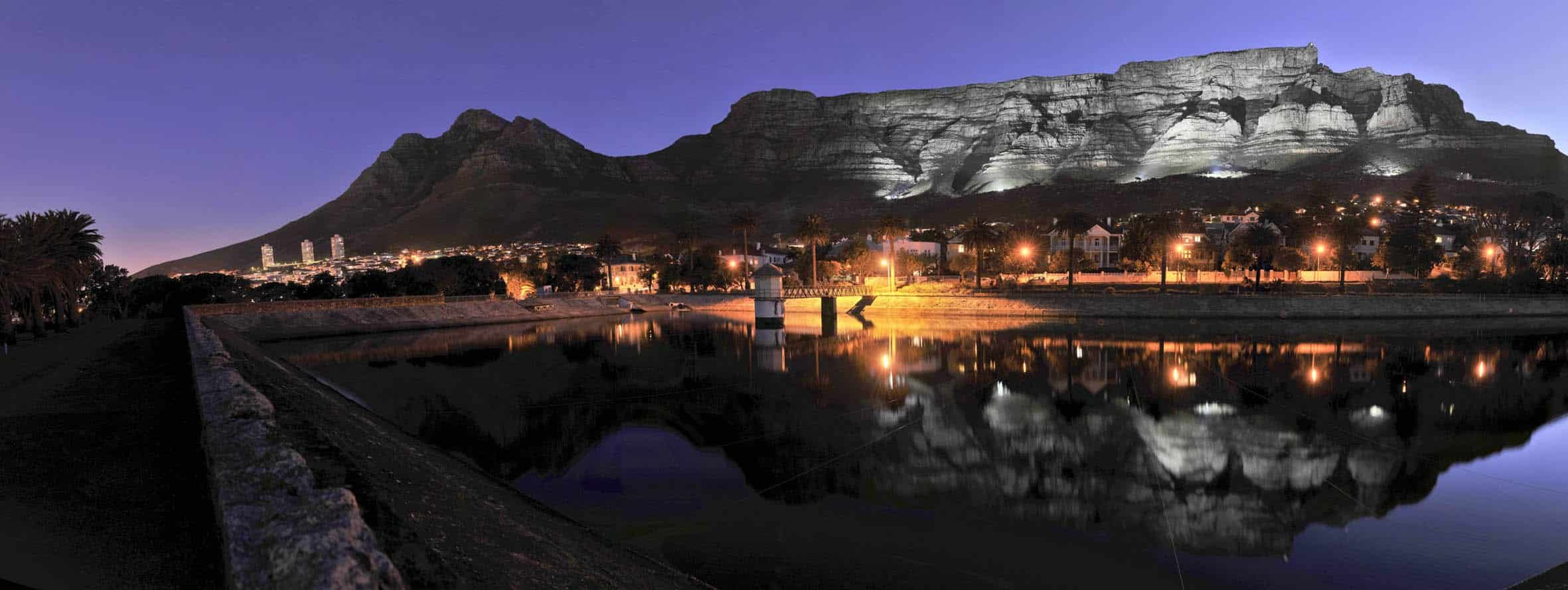 Cape Town's table mountain at night