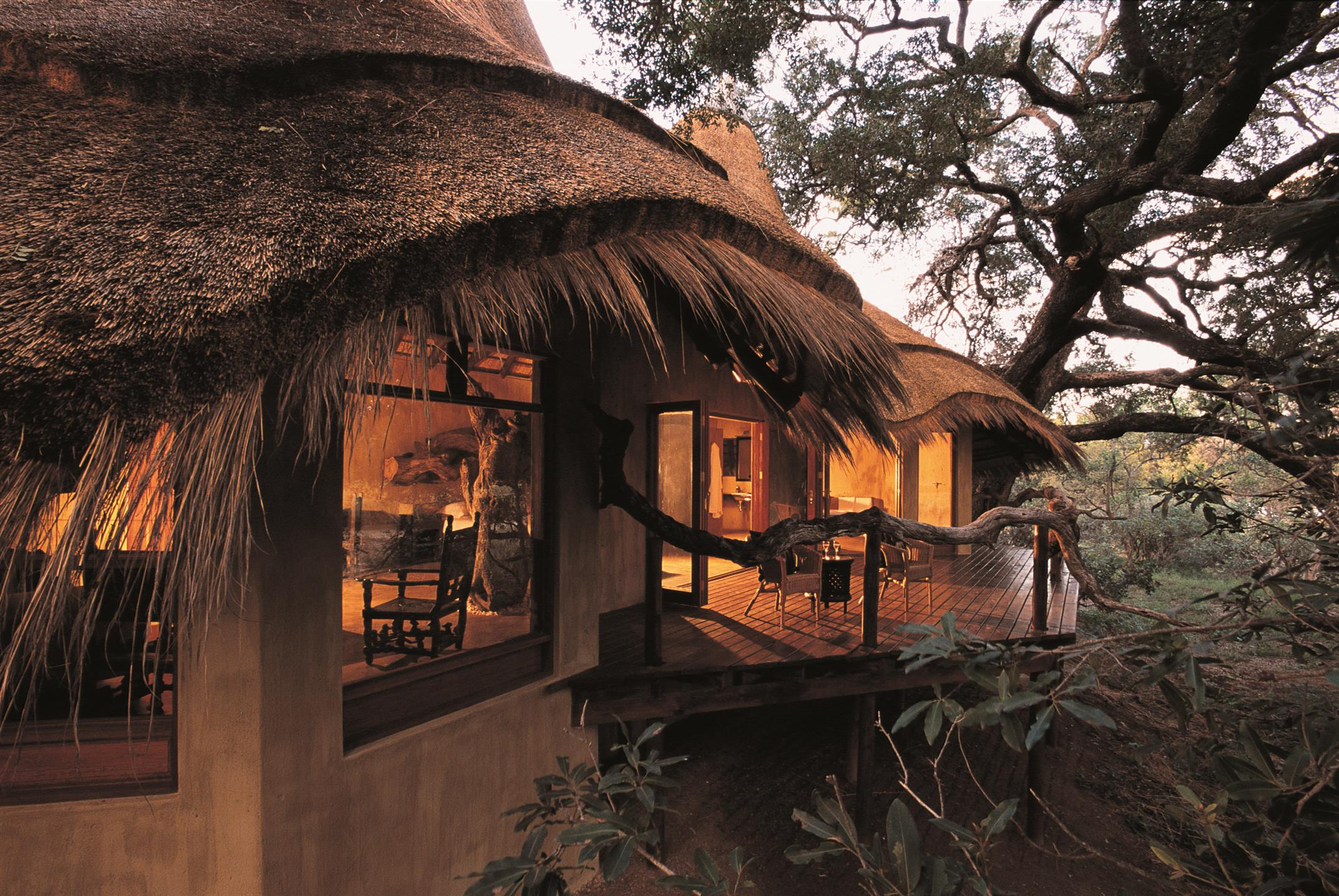 Pondoro is a striking Kruger thatched lodge